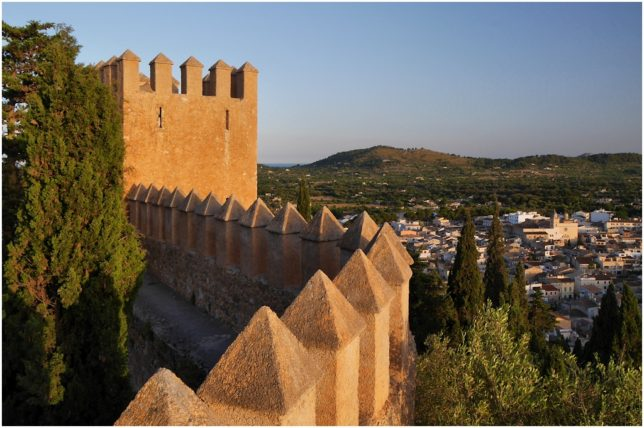Die Festungsmauer von Artà