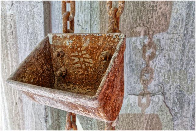 Kiesschaufel im ehemaligen Zementwerk