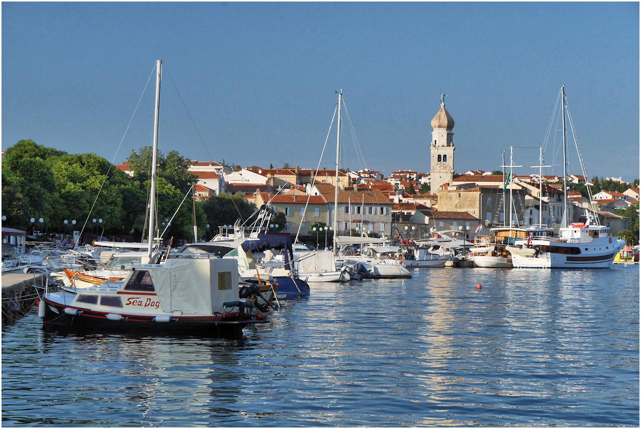 Hafen und Altstadt von Krk