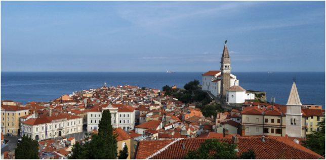 Blick von der Stadtmauer über die Altstadt von Piran