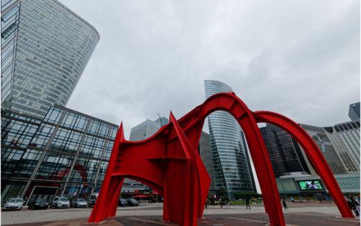 Skulptur auf dem Parvis de la Défense
