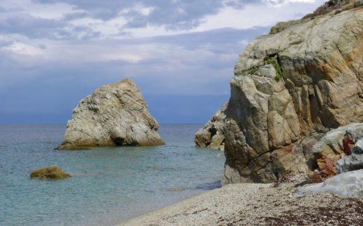 Felsen an der Spiaggia Sansone