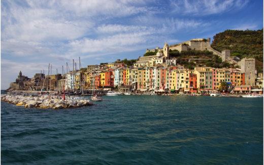 Gesamtansicht von Portovenere mit Hafen und Festung