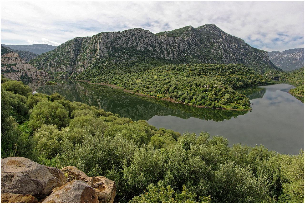 Der Stausee Lago de Cedrino im Hinterland des Golf von Orosei