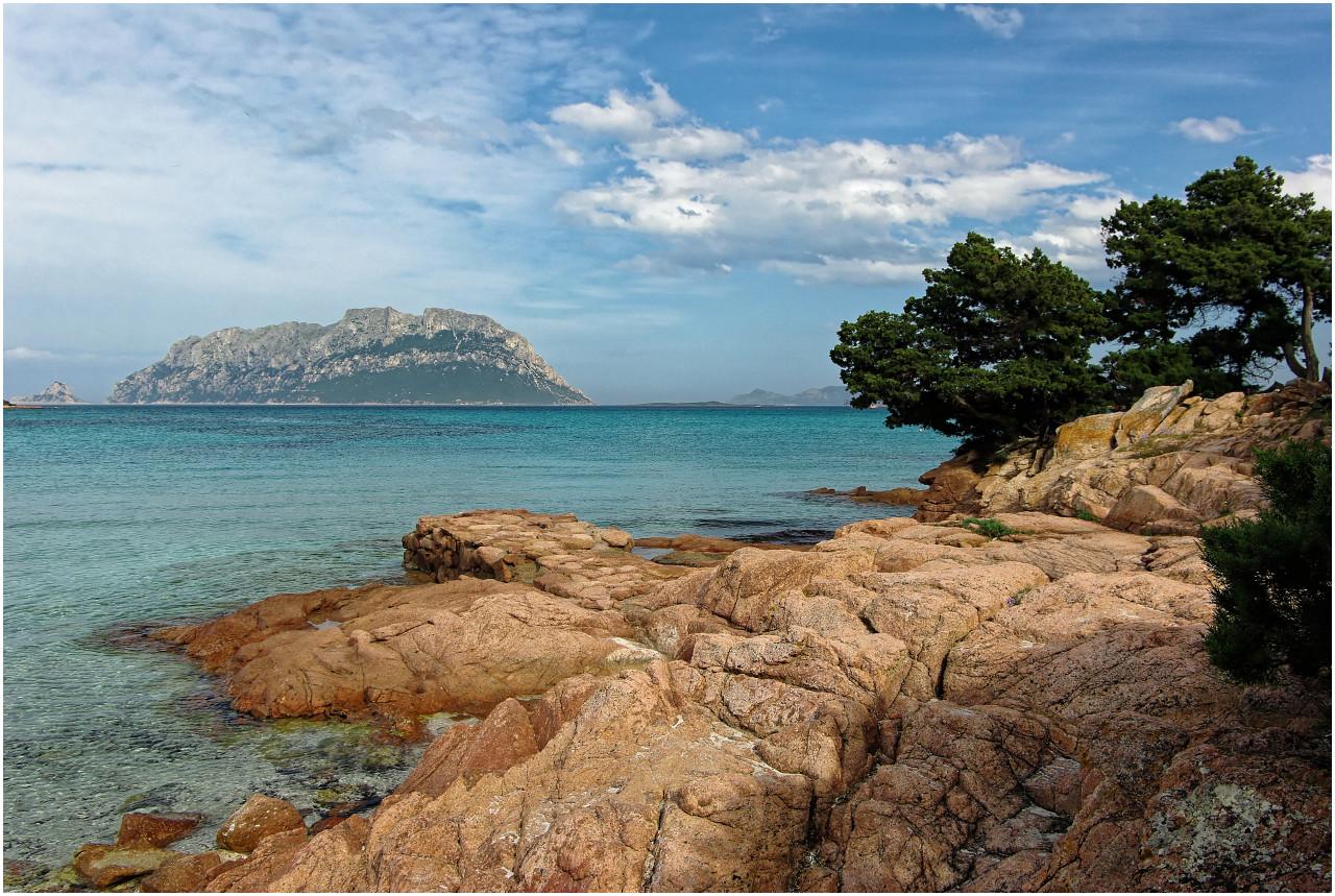 ...und nochmals ein Blick auf die von wunderschönen Buchten geprägte Küste der Costa Smeralda bei Porto Istana