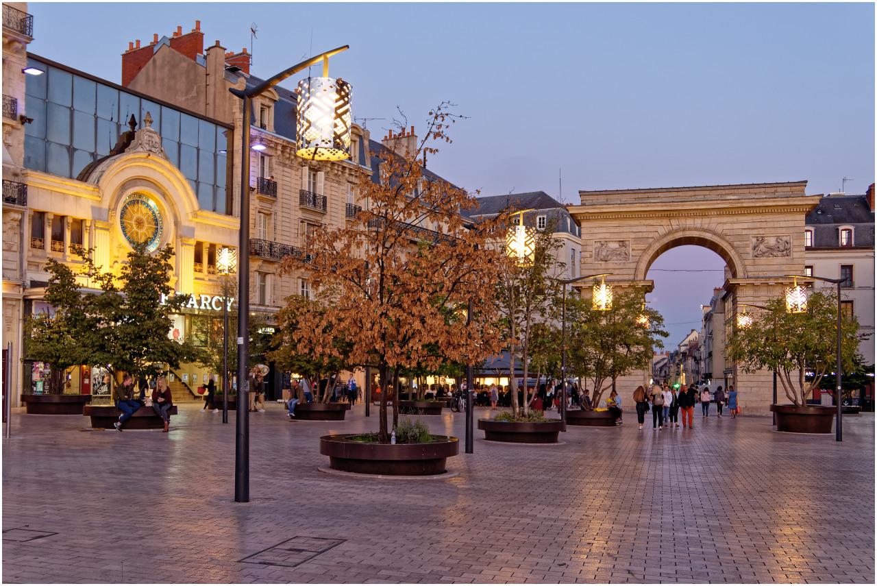 Die Porte Guillaume am Eingang zur Altstadt und das Kino Le Darcy