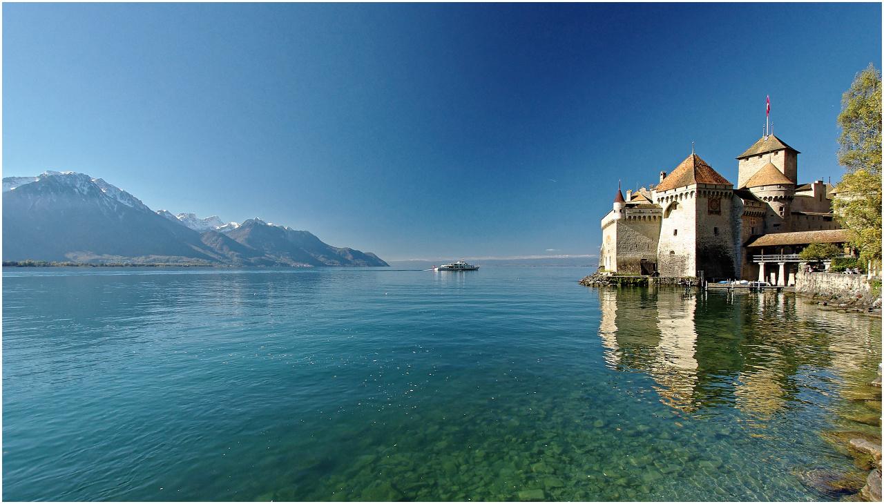 Das Schiff nähert sich Schloss Chillon