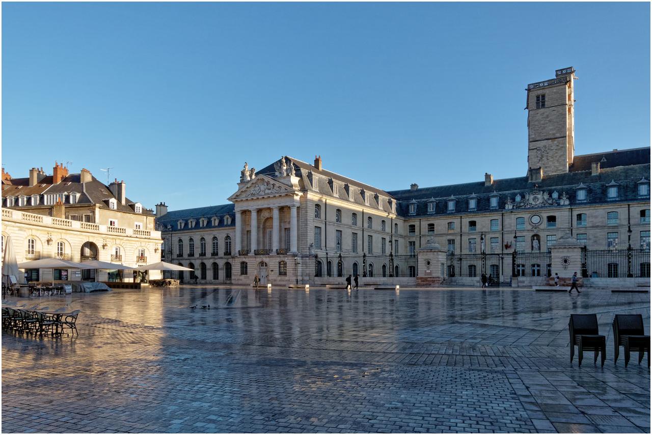 Nochmals ein Blick auf den Palais des Ducs - diesmal bei Tag