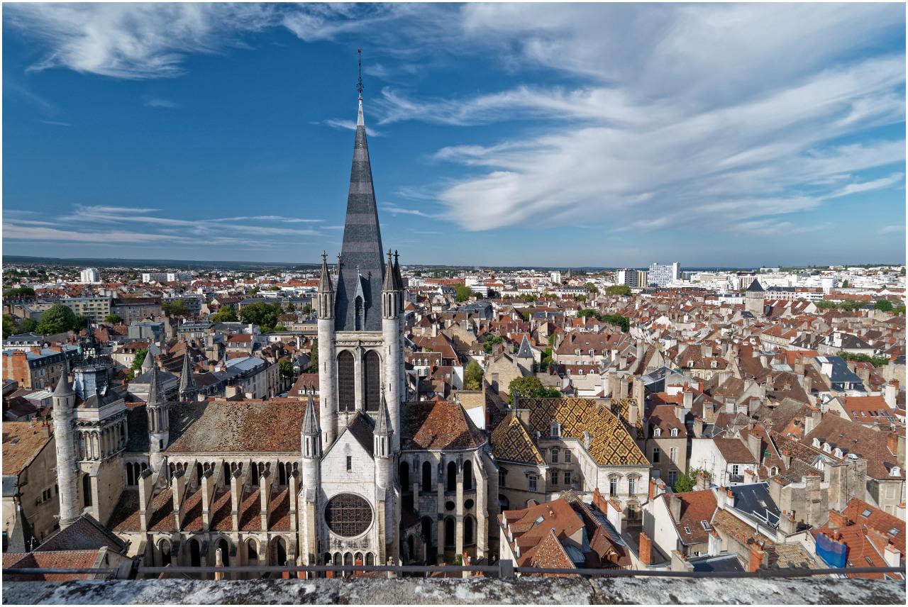 Ausblick vom Turm zur Église Notre-Dame de Dijon
