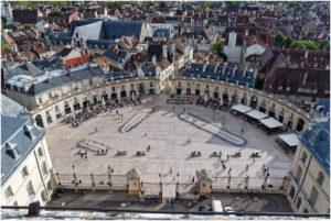 Blick von der Terrasse der Tour Philippe le Bon zur Place de la Libération