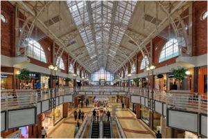 Das in einer ehemaligen Werft einquartierte Einkaufszentrum Victoria Wharf