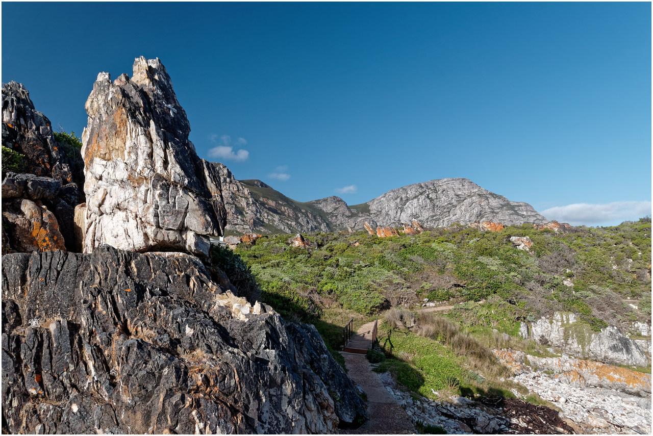 Im Rücken Felsen und Berge...