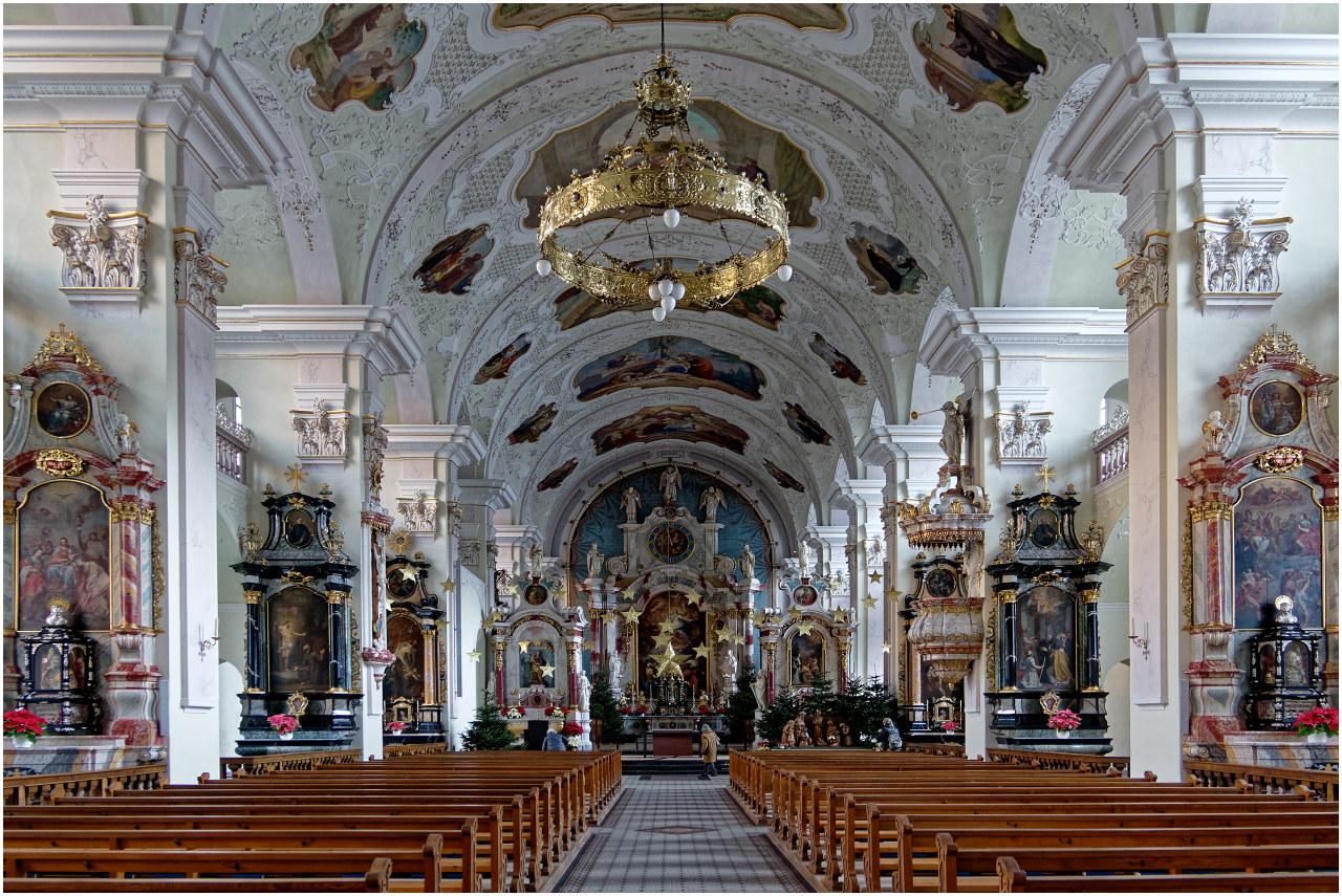 Sakral-architektonischer Beifang dieses Morgens: Die Klosterkirche von Engelberg