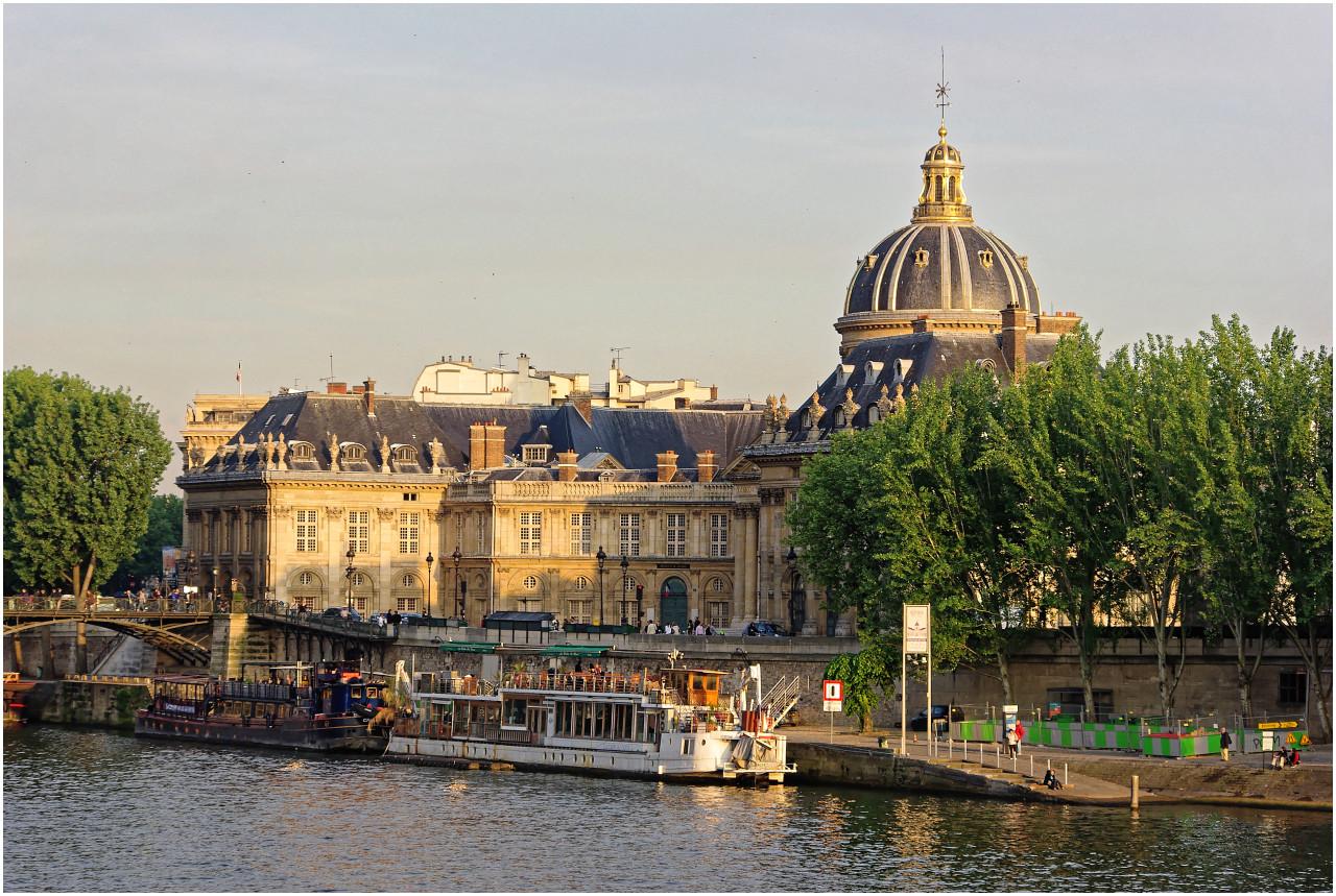 Abend an der Seine mit Blick zum Institut de France