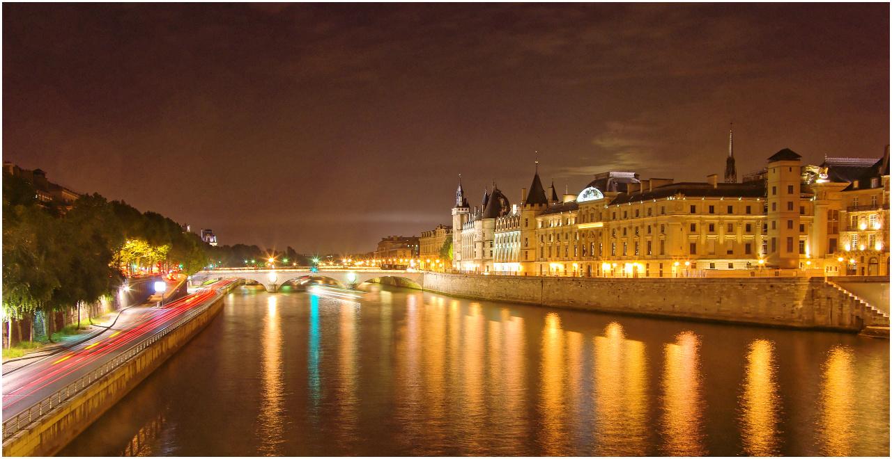 Nach dem Eindunkeln an der Seine