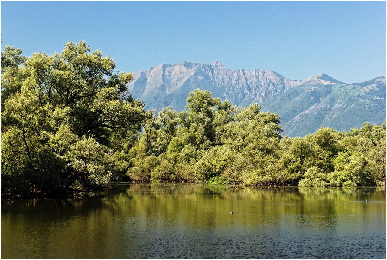 Überall bieten die umliegenden Berge eine herrliche Kulisse