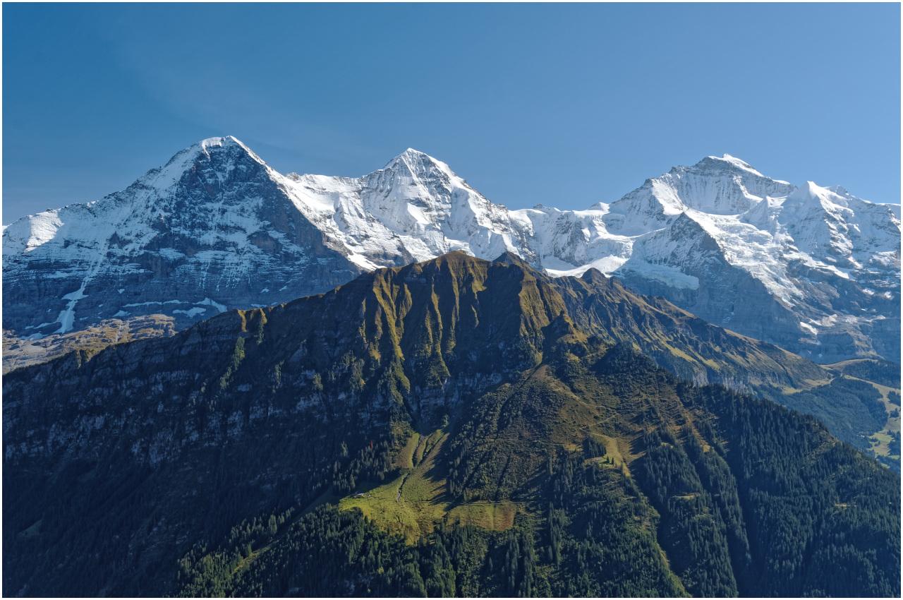 Von der Terrasse des Berghotels geniesst man diese Aussicht