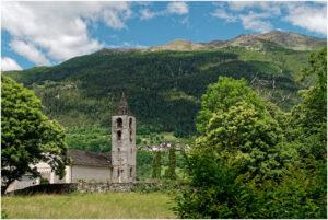 Die Kirche von Chironico oberhalb Faido