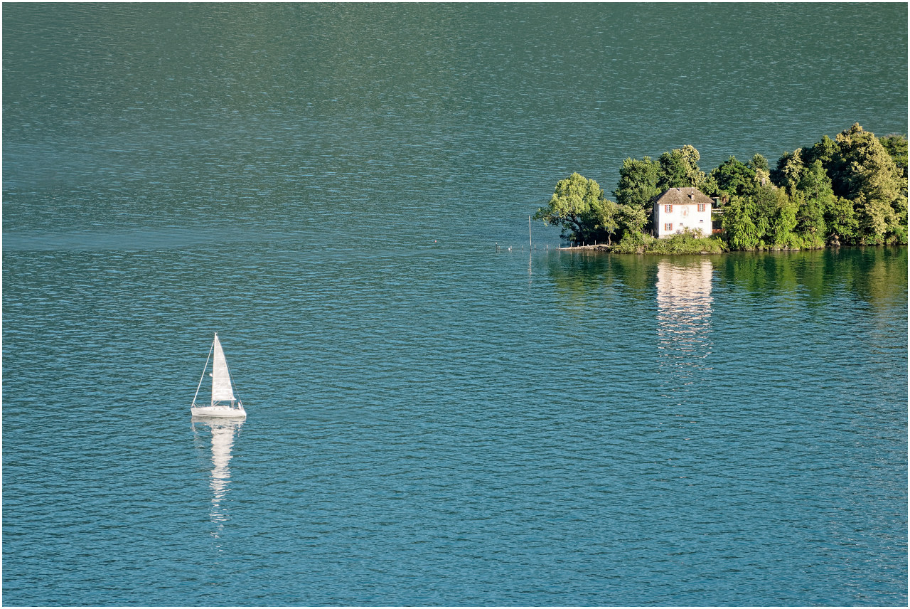 Segelboot bei den Brissago-Inseln