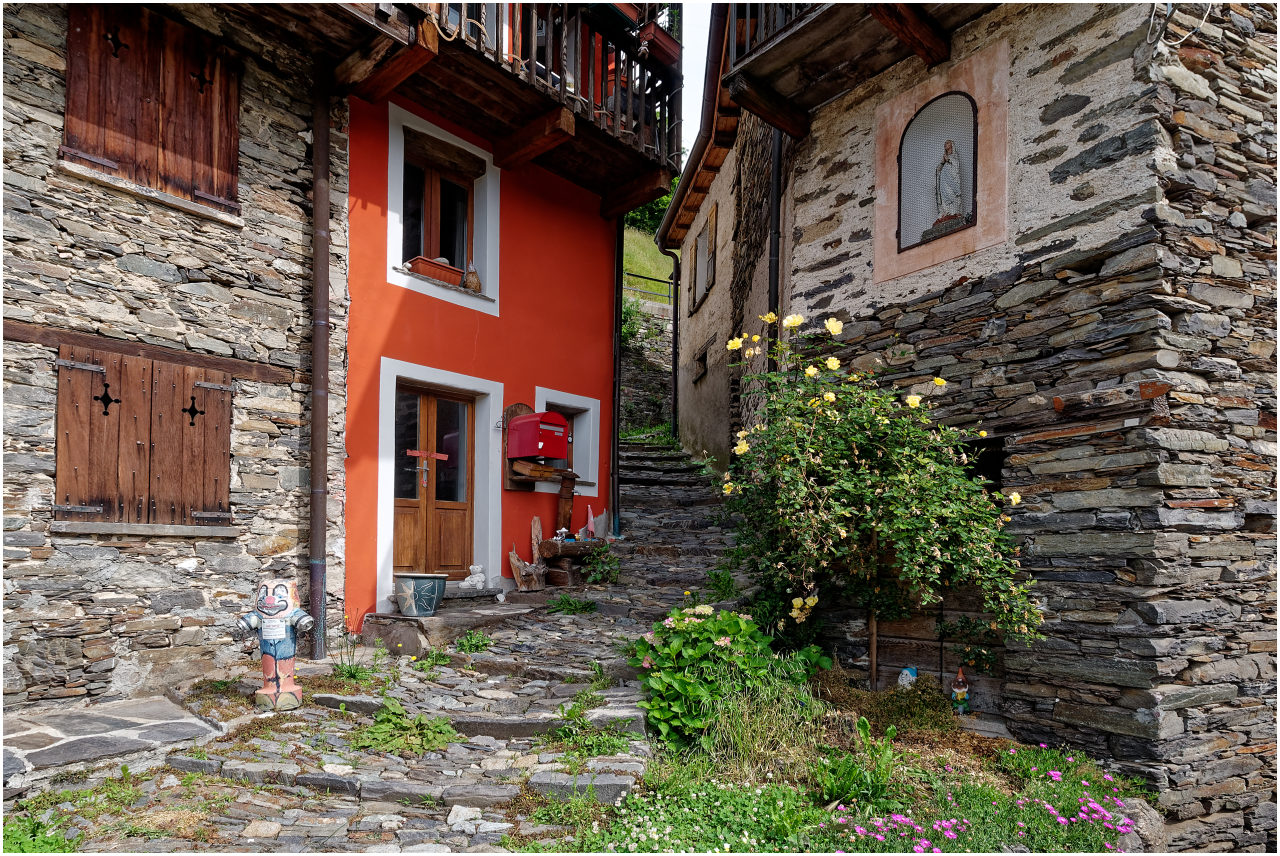 Historische Häuser im Kern von Indemini