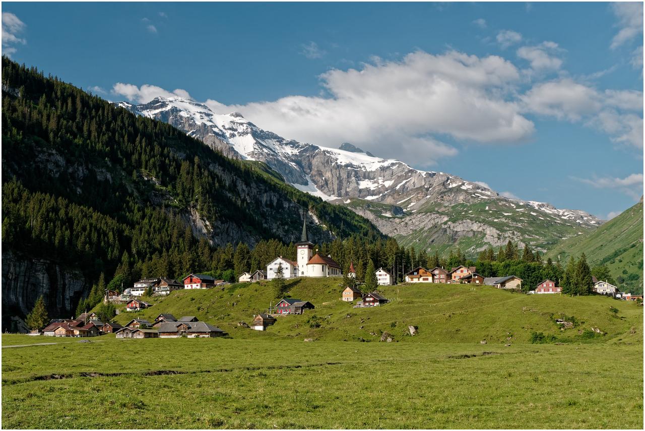 Das Dorf Urnerboden am Ende des Hochtals, vor dem Klausenpass