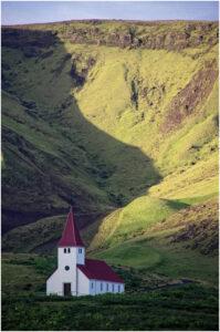 Die Kirche von Vík í Mýrdal. Der Ort ist eine gute Basis für den Besuch des Kaps