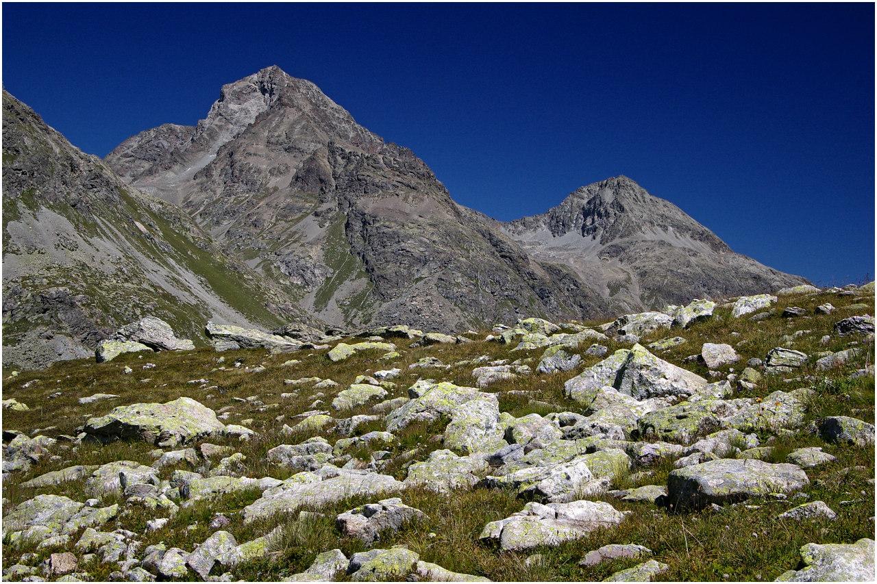 Ausblick beim Aufstieg: Piz Güglia und Piz Albana