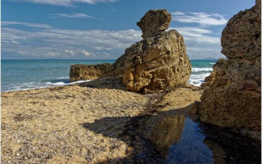 Felsen am Strand von Skala