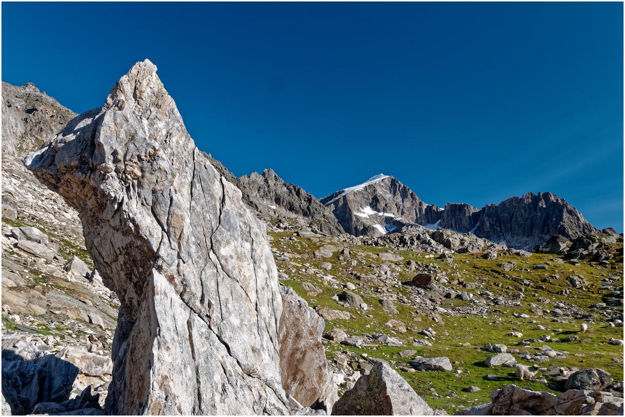 Bizarre Felsformationen, im Hintergrund der Galenstock und der Winterstock