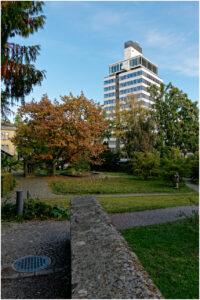 Piazzetta vor dem Völkerkundemuseum im alten botanischen Garten.