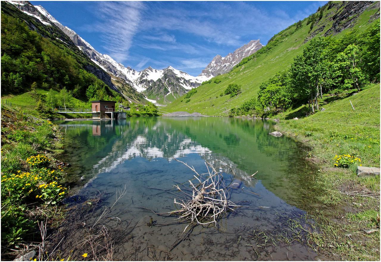 An diesem Bergsee oberhalb Attinghausen ist der Frühling schon fortgeschritten