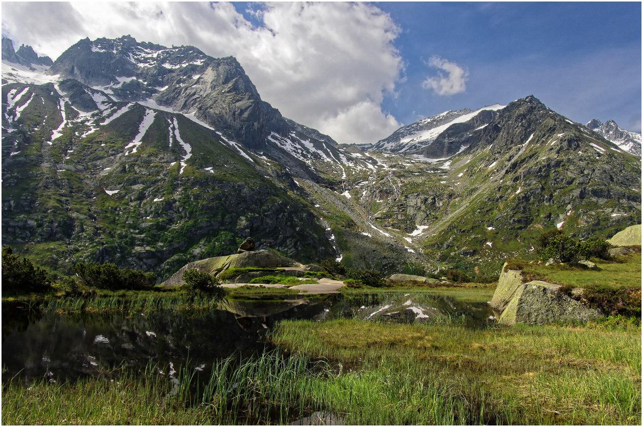 Schon einen Monat später, anfangs Juni, ist der Weg für die Wanderer frei. Szene auf der Göscheneralp.