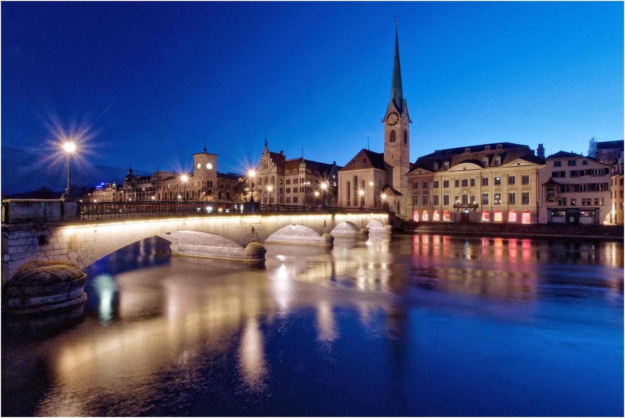 Die Münsterbrücke mit dem Fraumünster