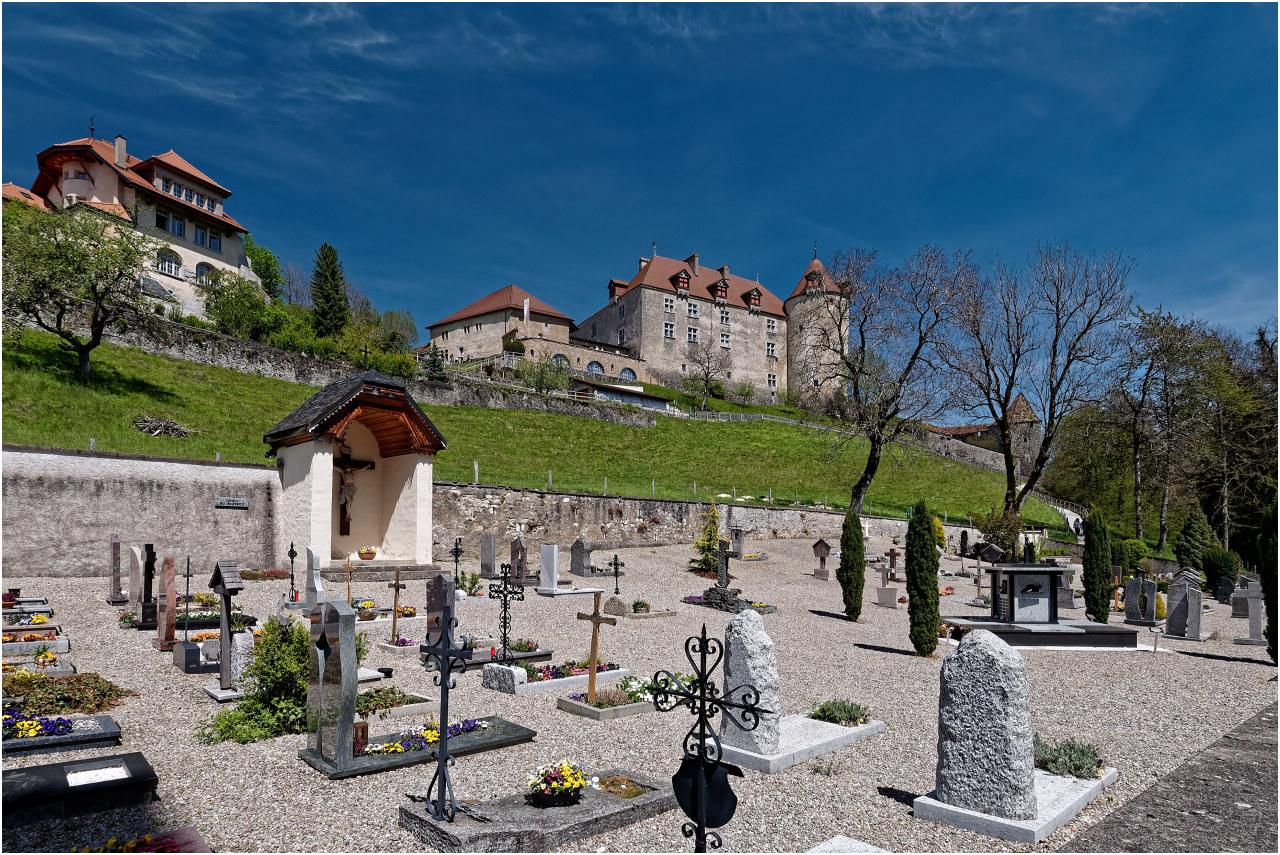 Friedhof und Schloss