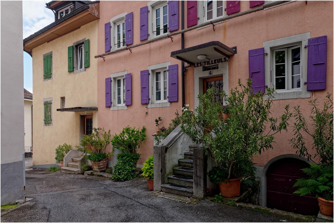 Viel Farbe in der Altstadt von Montreux