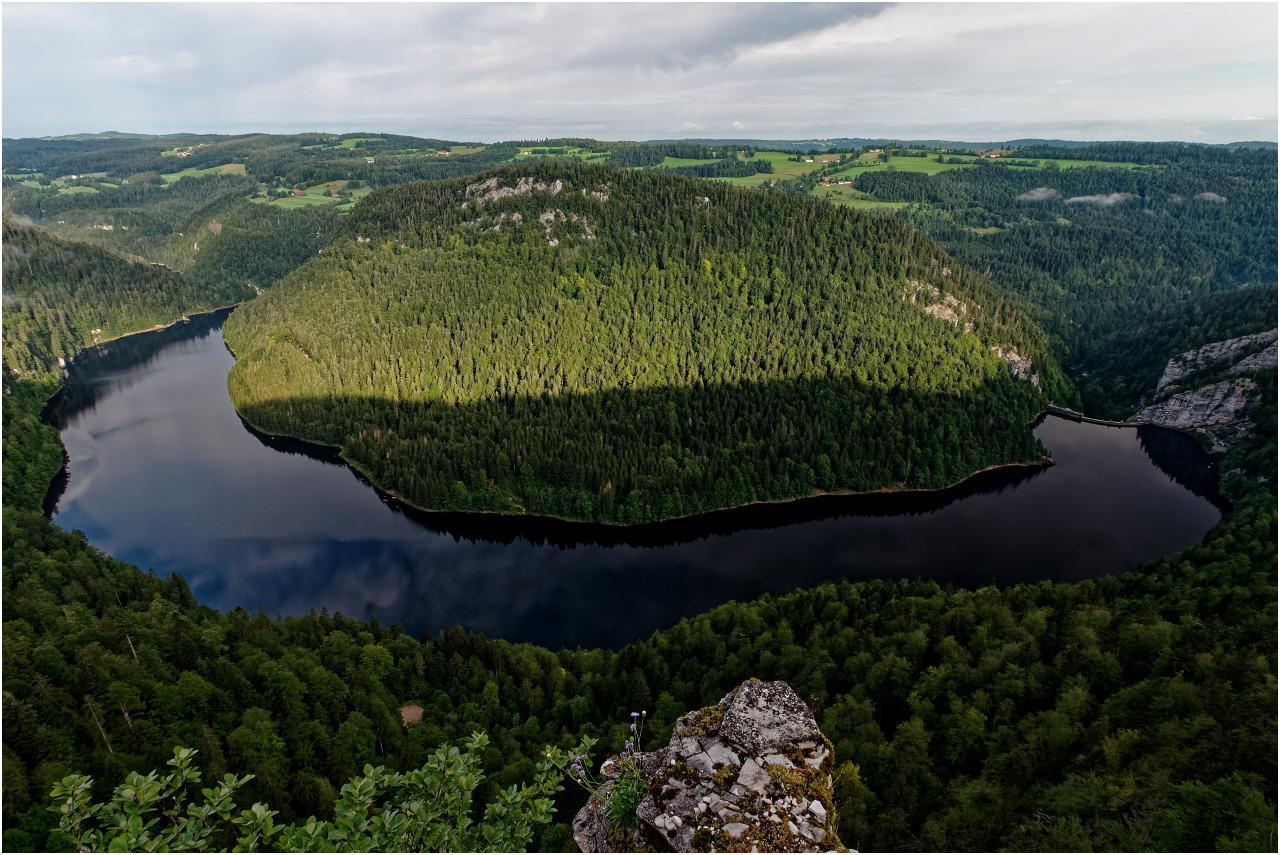 Von hier aus lässt sich der ganze See überblicken
