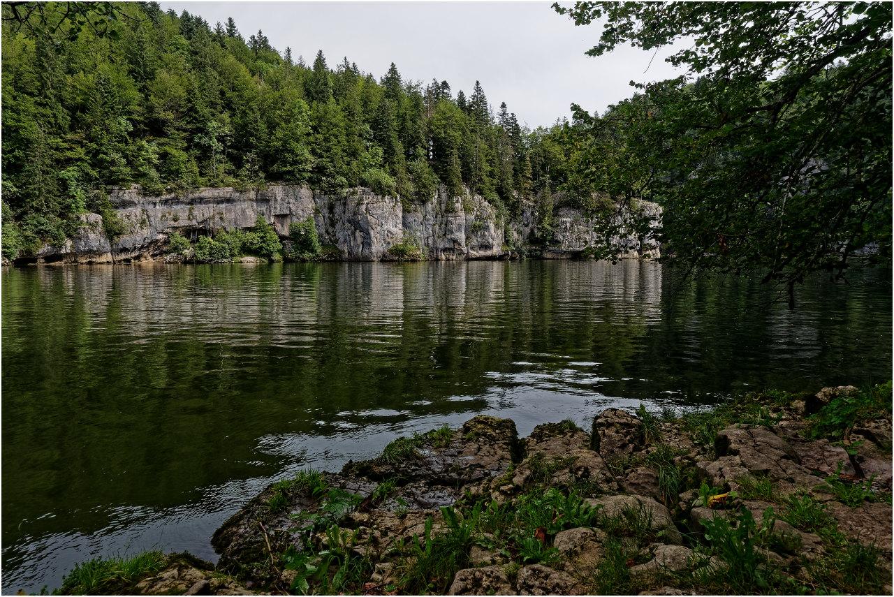 Am Ufer des Lac des Brenets